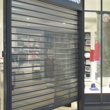 Rideau vitrine micro perforée